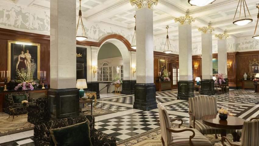 بهو فندق سافوي في لندن