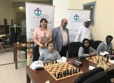 دانة الدروبي خلال منافسات رياضة الشطرنج.