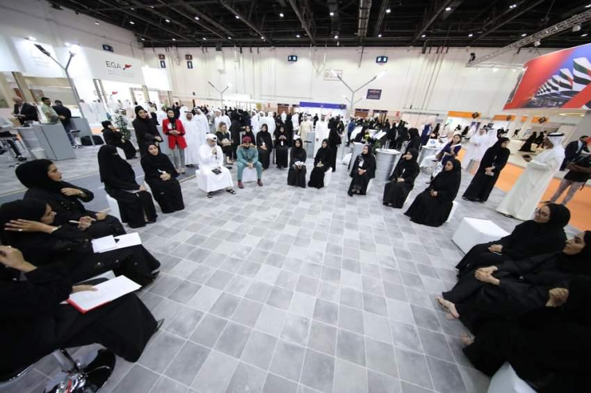 جانب من فعاليات معرض الوظائف في دبي. (الرؤية)