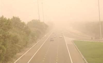سقوط أمطار ورياح نشطة السرعة مثيرة للغبار والأتربة