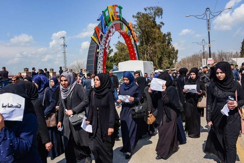 مسيرة نسائية تطالب بمحاسبة المسؤولين عن حادث العبارة في الموصل
