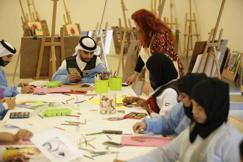 موظفو إسعاف دبي يتدربون على الرسم