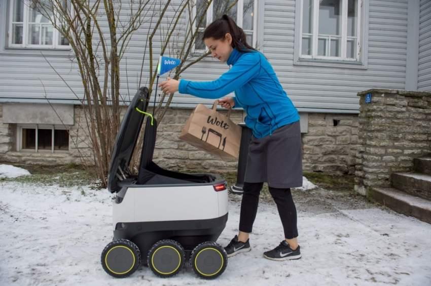 45 %من المستهلكين يعتقدون أن الذكاء الاصطناعي مجرد روبوت