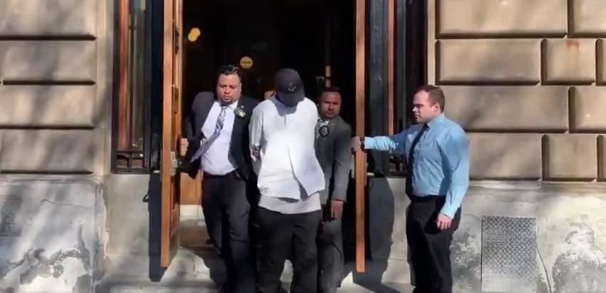 نيويورك: القبض على رجل اعتدى على مسنة بالركل