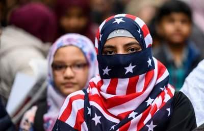 متظاهرون ضد التعصب والكراهية وسط مدينة نيويورك. (أ ف ب)