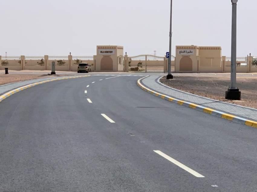 طريق المقبرة المنجز بطول 4.5 كيلومترات وعرض 10 أمتار. (الرؤية)
