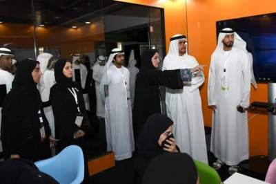 جانب من ملتقى جامعة الإمارات لاستشراف وظائف المستقبل في مدينة العين. (الرؤية)
