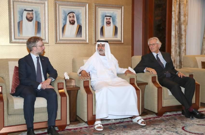نهيان بن مبارك يستقبل وفد فريق الاتحاد الأوروبي العامل لمنطقة الخليج والشرق الأوسط
