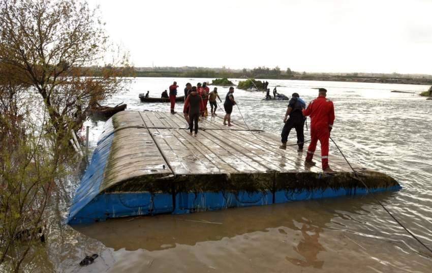 العراق يأمر باعتقال محافظ سابق بعد غرق عبارة الموصل