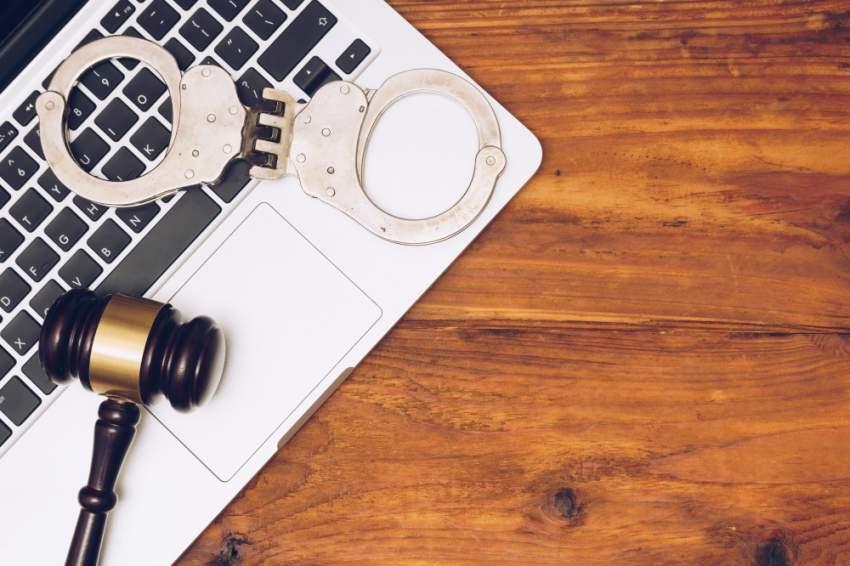 السجن 10 سنوات لشخص متهم في قضية جرائم إلكترونية