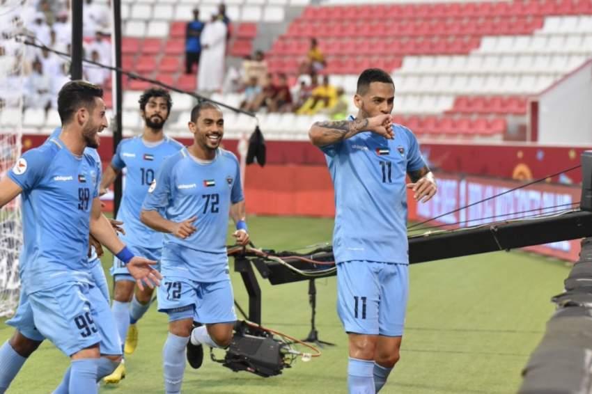 فرحة لاعبي دبا الفجيرة بهدف في مرمى النصر ضمن دوري الخليج العربي. (الرؤية)
