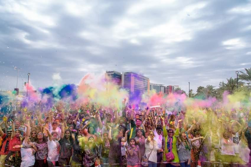 معرض أبوظبي الدولي للكتاب يشارك بمهرجان الألوان هولي 1