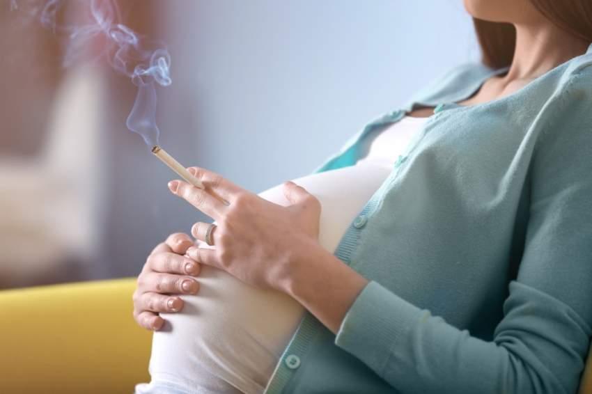 وجود علاقة بين تعرض الجنين لدخان التبغ داخل الرحم ومخاطر إصابته بمتلازمة موت الرضع المفاجئ