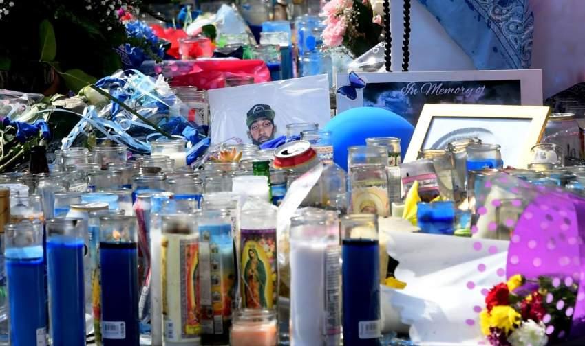 معجبين المغني الراحل أشعلوا الشموع بعد مقتله بالرصاص