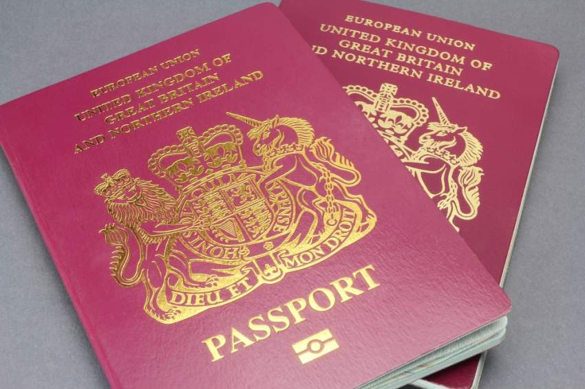 جوازات سفر بريطانية جديدة بدون إشارة
