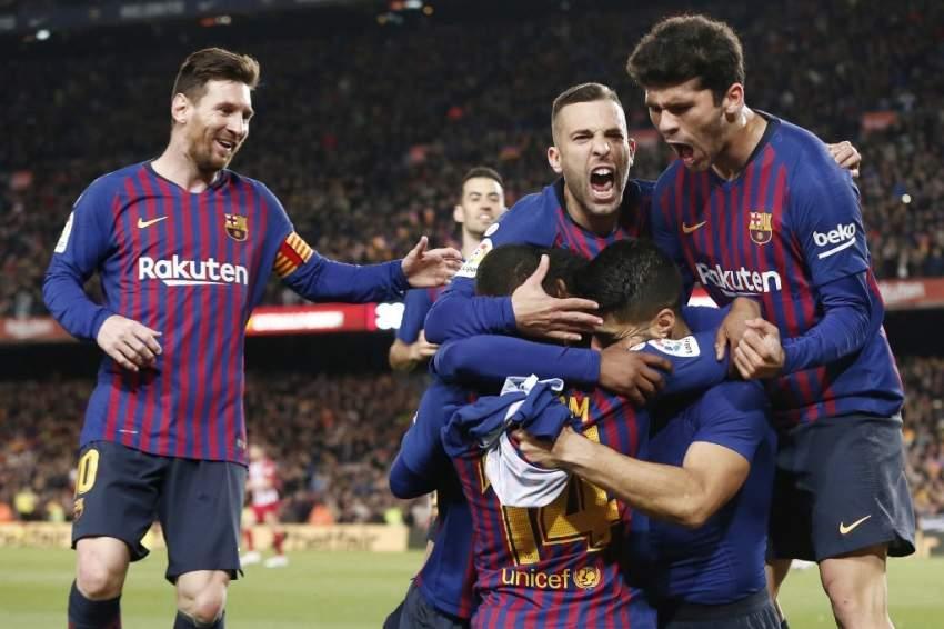 برشلونة يعبر أتلتيكو بثنائية ويقترب من الاحتفاظ بالدوري الإسباني