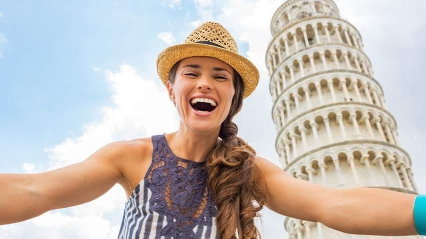 سيلفي عند برج بيزا المائل