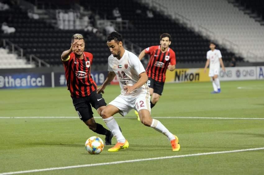 لاعب الوحدة ليوناردو في مباراة فريقه ضد الريان. (الرؤية)