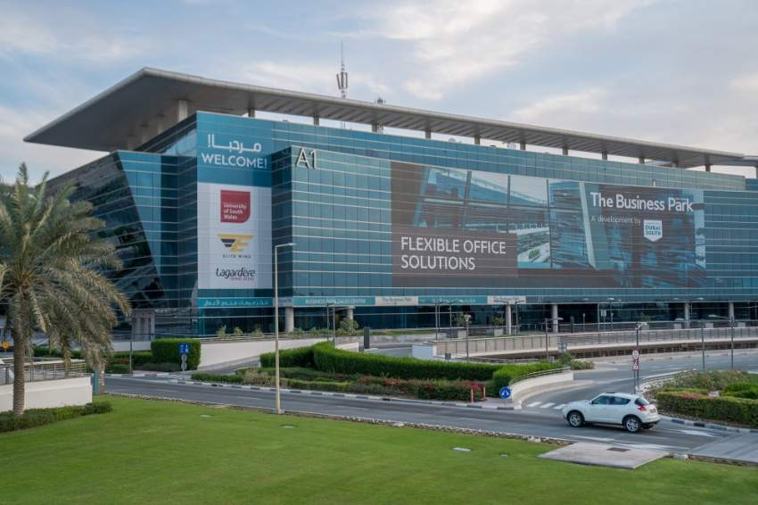 دبي الجنوب تستقطب 100 شركة صغيرة ومتوسطة شهرياً. (الرؤية)