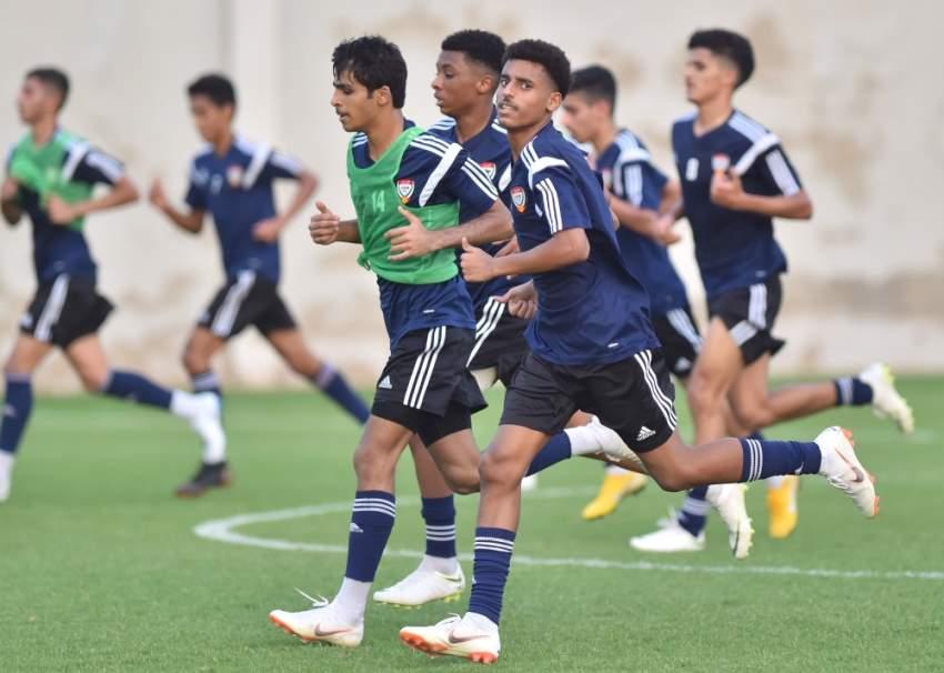 من تدريبات منتخب الإمارات للشباب في دبي. (الرؤية)