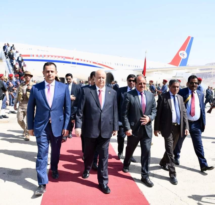 الرئيس اليمني في سيئون لحضور اجتماع البرلمان أمس.  (سبأ)