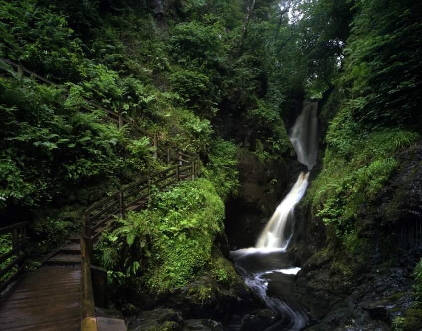الشلالات الطبيعية