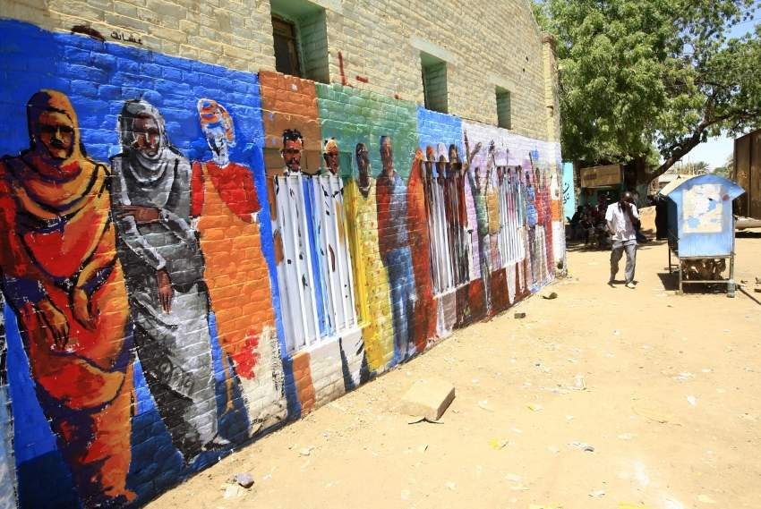 جدارية للمتظاهرين السودانيين الذين قُتلوا خلال المظاهرات ضد البشير. (أ ف ب)