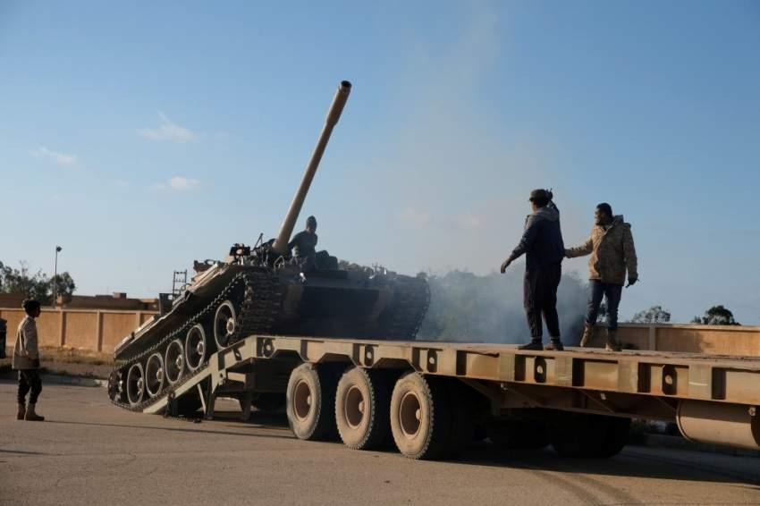 تعزيزات للجيش الوطني الليبي نحو طرابلس. (رويترز)