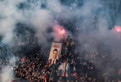 أنصار أكرم إمام أوغلو محتفلين بفوز مرشحهم برئاسة بلدية إسطنبول. (أ ف ب)