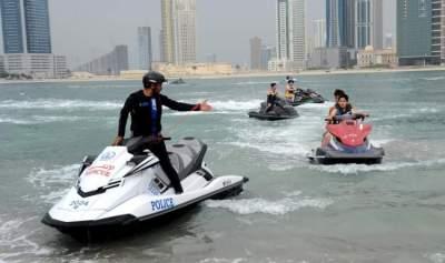 بلدية الشارقة تشدد الرقابة على رياضة ركوب الدراجات المائية لسلامة أفراد المجتمع