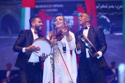 جانب من جمهور الحفل الغنائي الغفير في أبوظبي. (الرؤية)