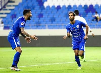 لاعبو النصر يحتفلون بالتسجيل في مرمى الإمارات. (الرؤية)