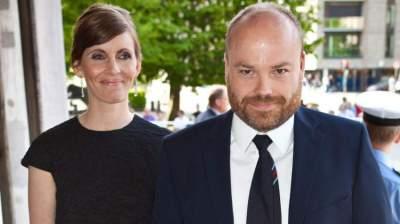 أغنى رجل أعمال في الدنمارك مع زوجته