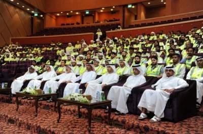 جانب من احتفال تخريج الدفعة الثامنة من منتسبي «كلنا شرطة» في أبوظبي. (الرؤية)