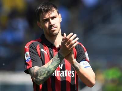 لاعب ميلان أليسيو رومانيولي. (رويترز)