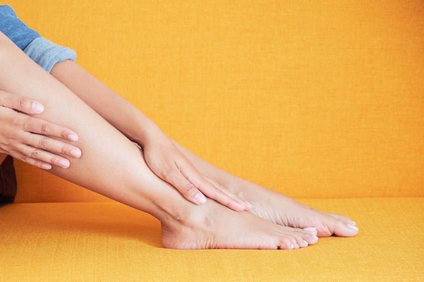 تورم الأطراف (الذراعين واليدين والساقين والقدمين) يشير إلى الإصابة بما يعرف بالوذمة (Edema)