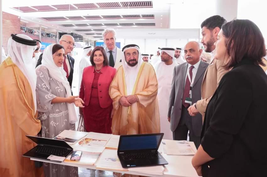سلطان القاسمي خلال افتتاح المؤتمر الإقليمي الرابع للاتحاد الدولي لجمعيات المكتبات في الشارقة. (الرؤية)
