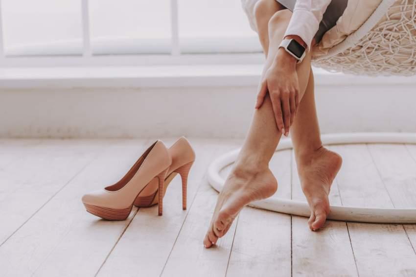 تحذيرات من ارتداء نفس الحذاء كل يوم