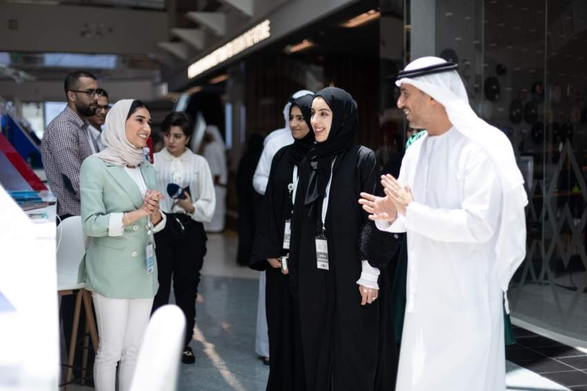 شما المزروعي خلال فعاليات سوق مشاريع الشباب العربي. (الرؤية)