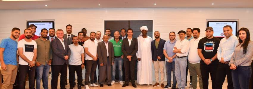 صورة تجمع إدارة نادي الجزيرة مع ممثلي المجتمعات المحلية في العاصمة أبوظبي