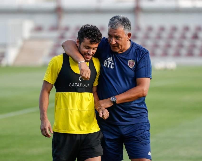 مدرب الوحدة ومحترف الفريق ليوناردو في التدريبات. (الرؤية)