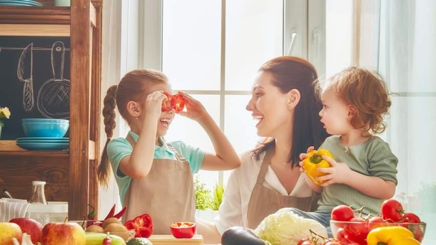 وجد الباحثون أن الثناء على الأطفال بسبب تناولهم الأطعمة الصحية يكون له أثر جيد أيضاً