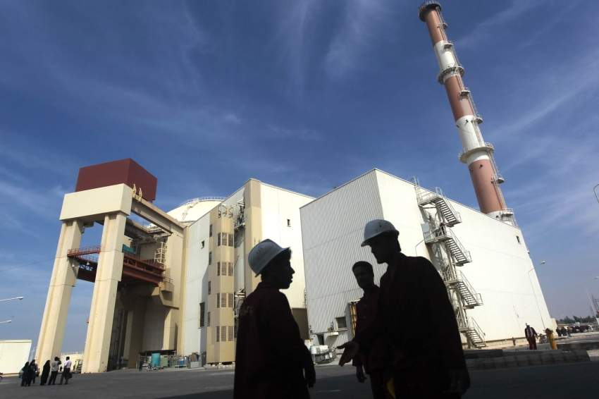 مبنى المفاعل النووي في محطة بوشهر جنوبي إيران. (أ ف ب)