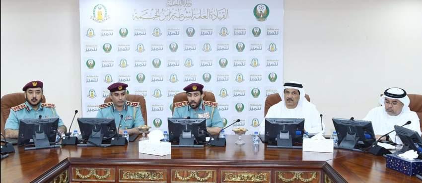 خلال اجتماع وفد الداخلية مع شرطة رأس الخيمة  لاستكمال تفعيل التطبيق العملي لمنظومة المراقبة الإلكترونية. (الرؤية)