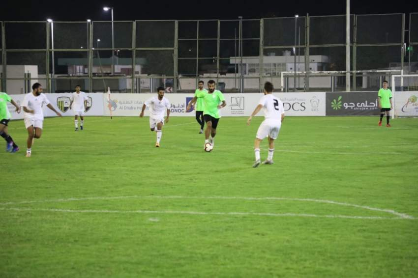لقطة جماعية لفريق الحمرا في بطولة حمدان بن زايد لكرة القدم. (الرؤية)