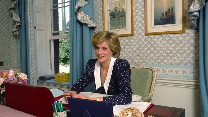 الأميرة ديانا بفستان بنقشة البولكا دوت عام 1985