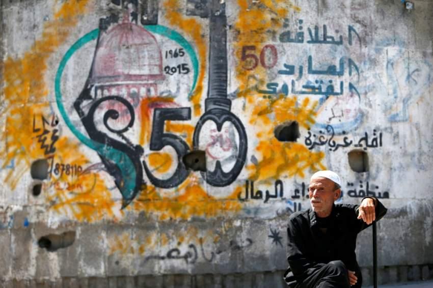 فلسطيني في مدينة غزة. (أ ف ب)