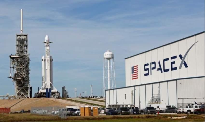 سبيس إكس تؤجل إطلاق صاروخ لتشغيل خدمة ستارلينك بسبب الرياح