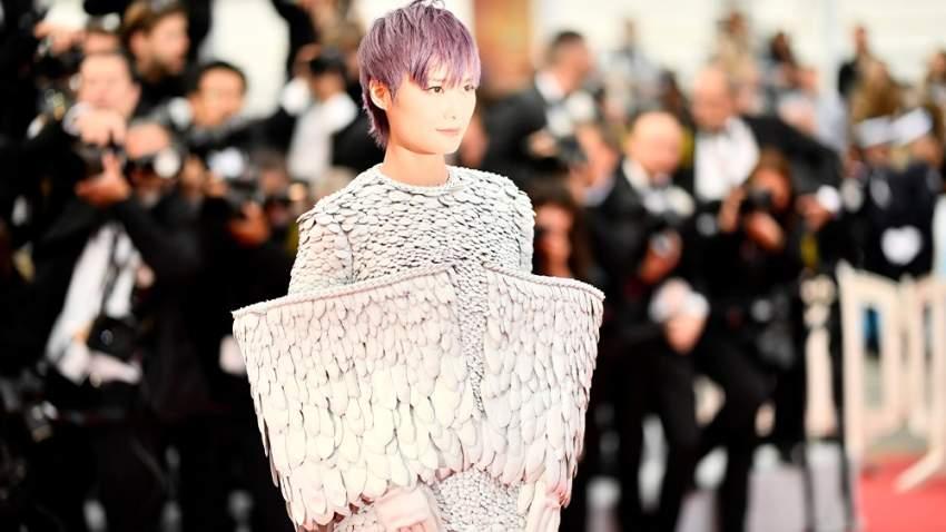 إطلالة للمغنية الصينية لي يوتشون