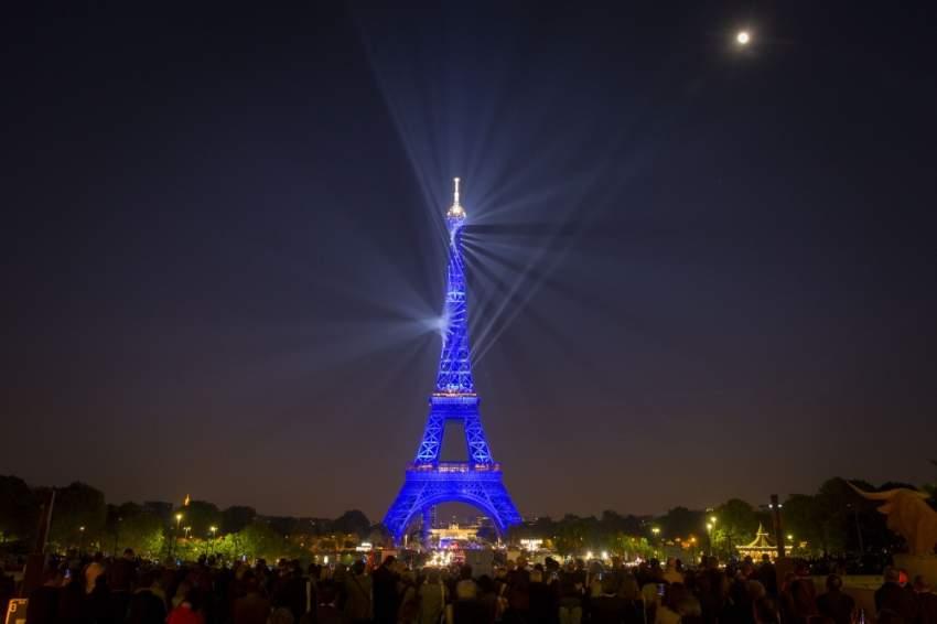 افتتح برج إيفل في 31 مارس 1889